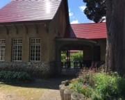 旧日中線「熱塩」駅舎…現在は日中線記念館として保存されている。風情のある木造の駅舎、中に往時の券売器などがそのまま展示されています。 駅舎横の桜も見事!と「桜が満開」とお便りをJA会津よつば石井さんから頂いたがことがあります。