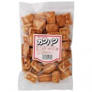 カンパン 国産小麦を使用し、黒胡麻を加えて焼き上げたました。 原材料…小麦粉(国内産)、砂糖、植物油脂(パーム油・米油)、黒胡麻、食塩、イースト